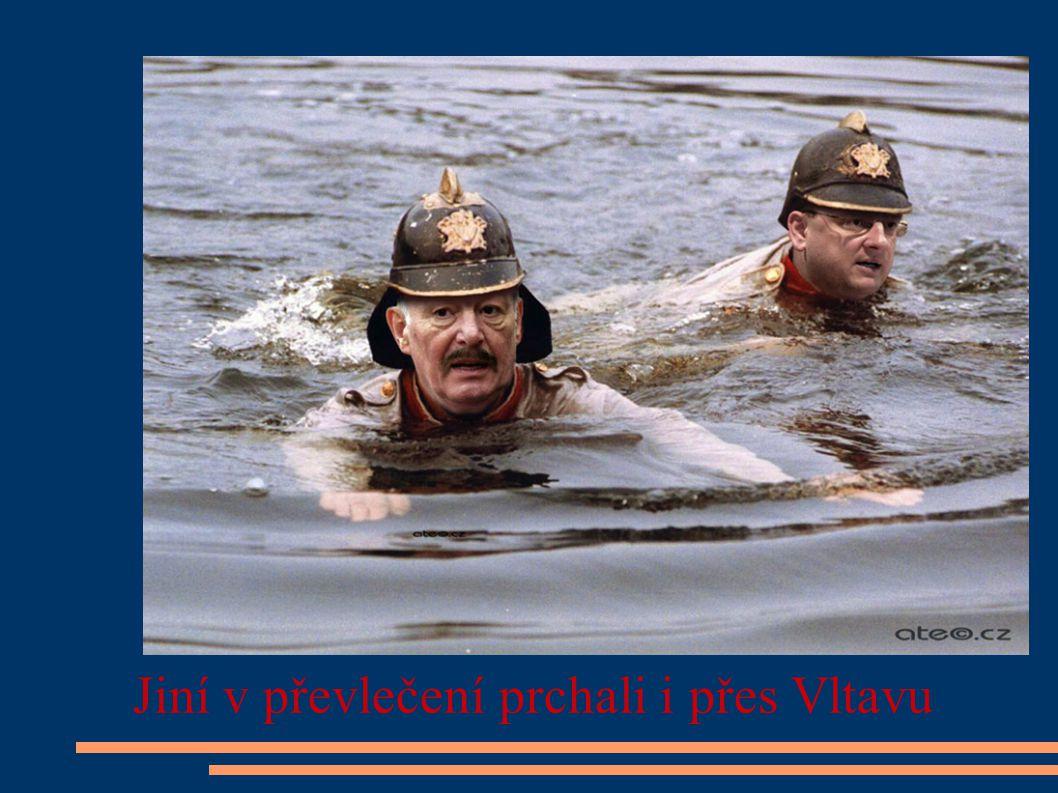 Jiní v převlečení prchali i přes Vltavu