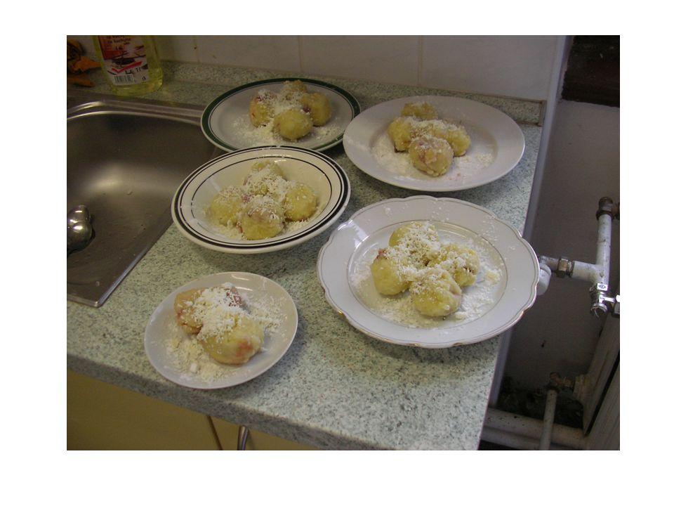 ? Při přípravě moučníků z brambor používáme většinou brambory syrové, nebo vařené?