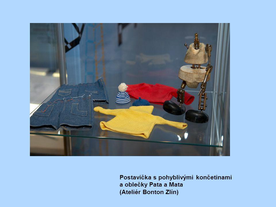 Postavička s pohyblivými končetinami a oblečky Pata a Mata (Ateliér Bonton Zlín)