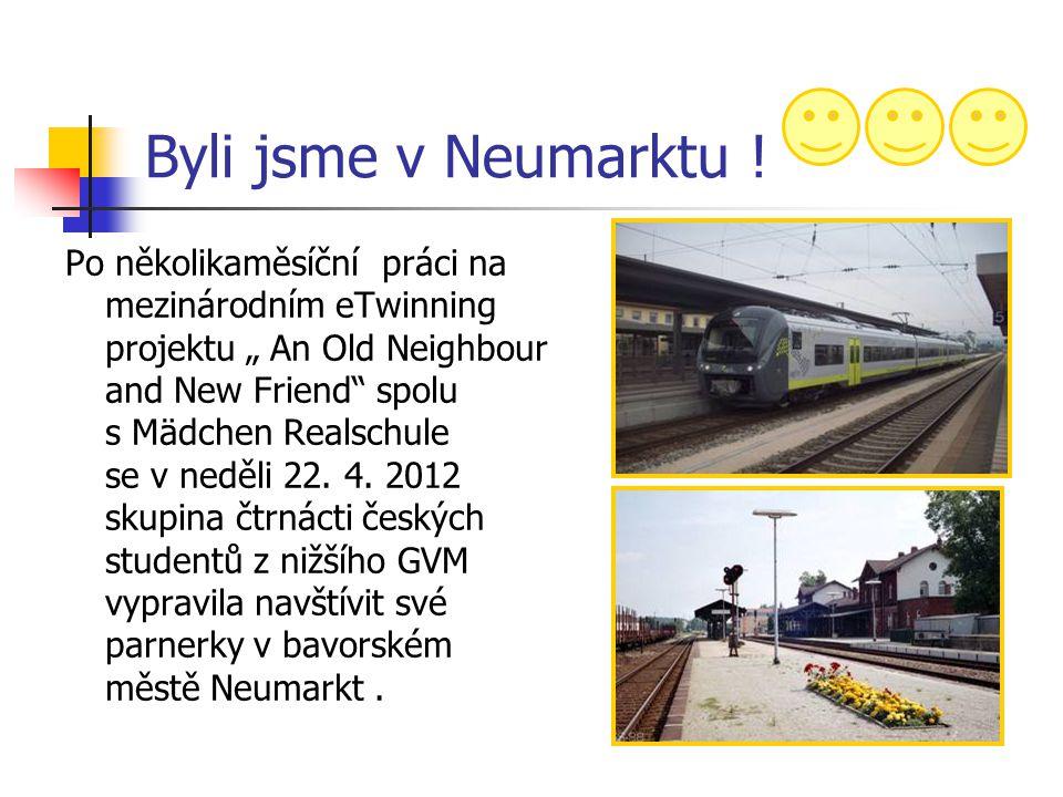 Příjezd do Neumarktu Po devítihodinové cestě vlakem (s přestupováním v Praze a Regensburgu) jsme v 15:40 vystoupili na nádraží ve městě Neumarkt, kde nás již očekávali naše partnerky a jejich rodiče, u kterých jsme pak celý týden pobývali.