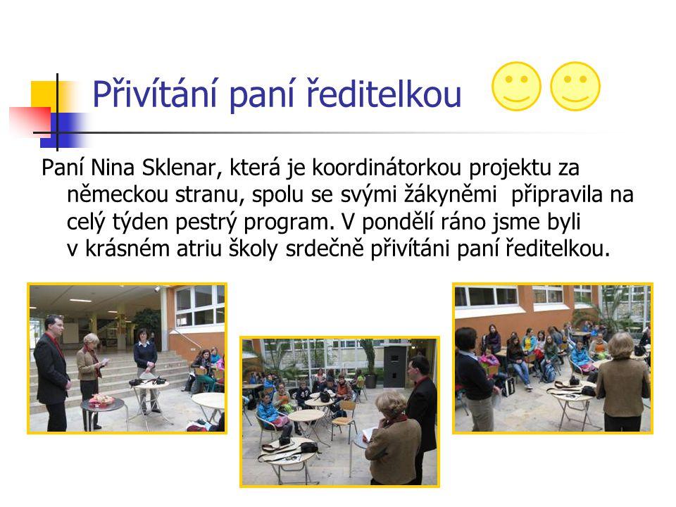 Přivítání paní ředitelkou Paní Nina Sklenar, která je koordinátorkou projektu za německou stranu, spolu se svými žákyněmi připravila na celý týden pes