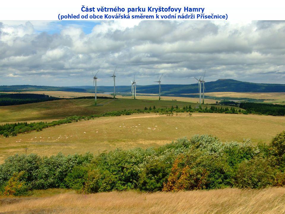 Část větrného parku Kryštofovy Hamry (pohled od obce Kovářská směrem k vodní nádrži Přísečnice)