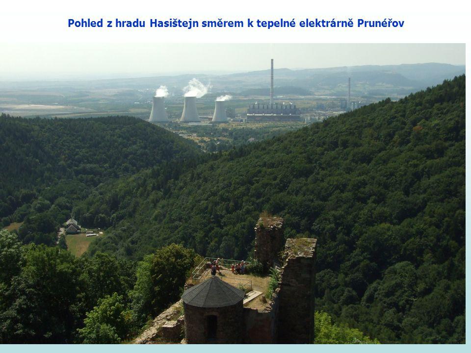 Pohled z hradu Hasištejn směrem k tepelné elektrárně Prunéřov