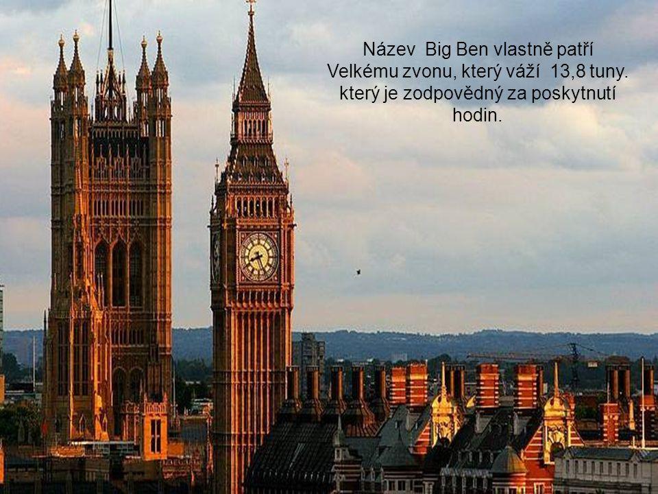 Ve věži s hodinami je také zvon, který je slyšet na míle daleko.