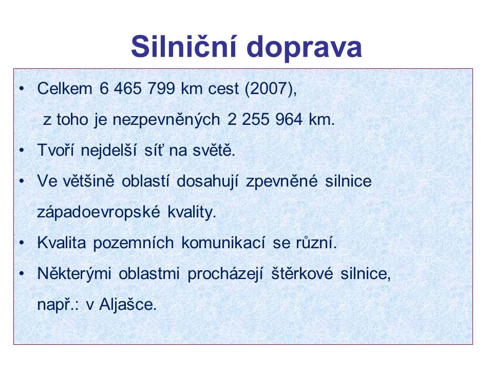 Silniční doprava Celkem 6 465 799 km cest (2007), z toho je nezpevněných 2 255 964 km. Tvoří nejdelší síť na světě. Ve většině oblastí dosahují zpevně