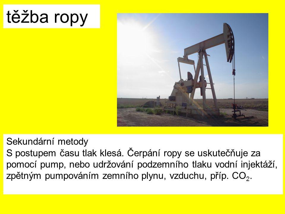 těžba ropy Sekundární metody S postupem času tlak klesá. Čerpání ropy se uskutečňuje za pomocí pump, nebo udržování podzemního tlaku vodní injektáží,