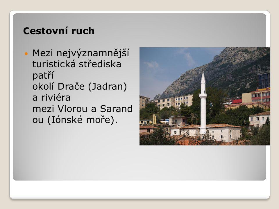 Cestovní ruch Mezi nejvýznamnější turistická střediska patří okolí Drače (Jadran) a riviéra mezi Vlorou a Sarand ou (Iónské moře).