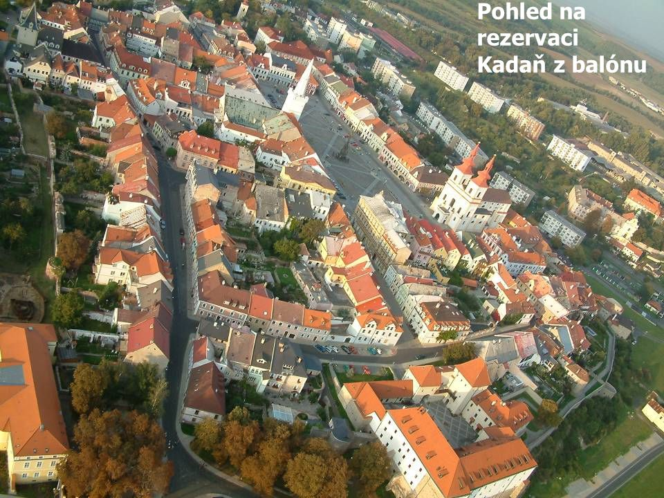 Letecký snímek městské památkové rezervace Pohled na rezervaci Kadaň z balónu