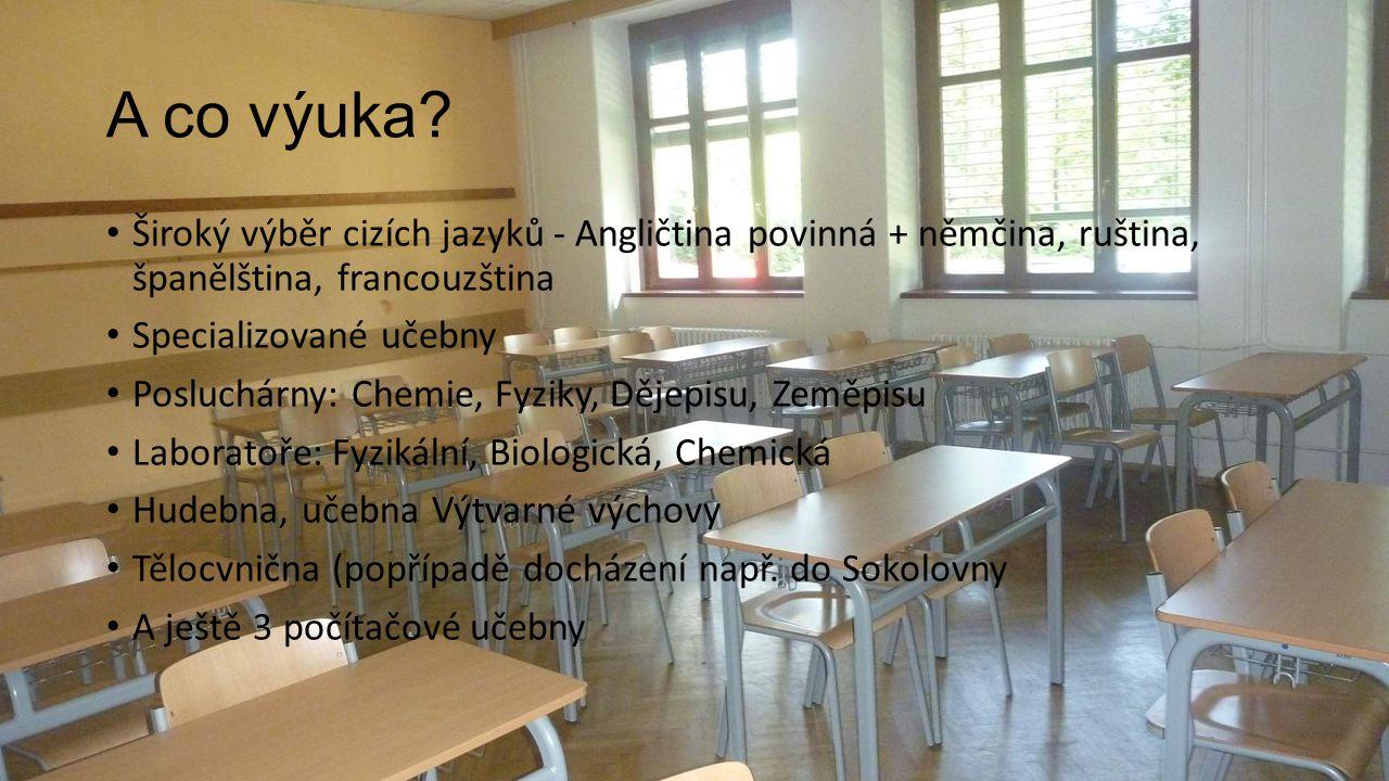 A co výuka? Široký výběr cizích jazyků - Angličtina povinná + němčina, ruština, španělština, francouzština Specializované učebny Posluchárny: Chemie,
