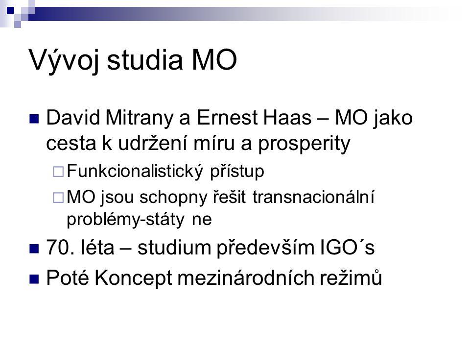 Vývoj studia MO David Mitrany a Ernest Haas – MO jako cesta k udržení míru a prosperity  Funkcionalistický přístup  MO jsou schopny řešit transnacio