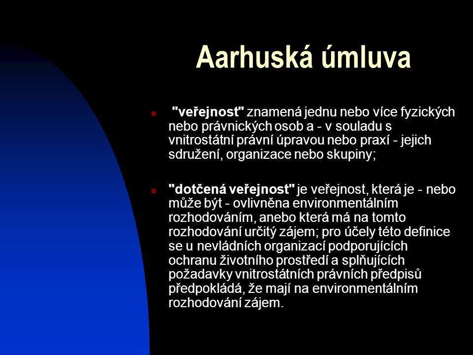 Aarhuská úmluva veřejnost znamená jednu nebo více fyzických nebo právnických osob a - v souladu s vnitrostátní právní úpravou nebo praxí - jejich sdružení, organizace nebo skupiny; dotčená veřejnost je veřejnost, která je - nebo může být - ovlivněna environmentálním rozhodováním, anebo která má na tomto rozhodování určitý zájem; pro účely této definice se u nevládních organizací podporujících ochranu životního prostředí a splňujících požadavky vnitrostátních právních předpisů předpokládá, že mají na environmentálním rozhodování zájem.