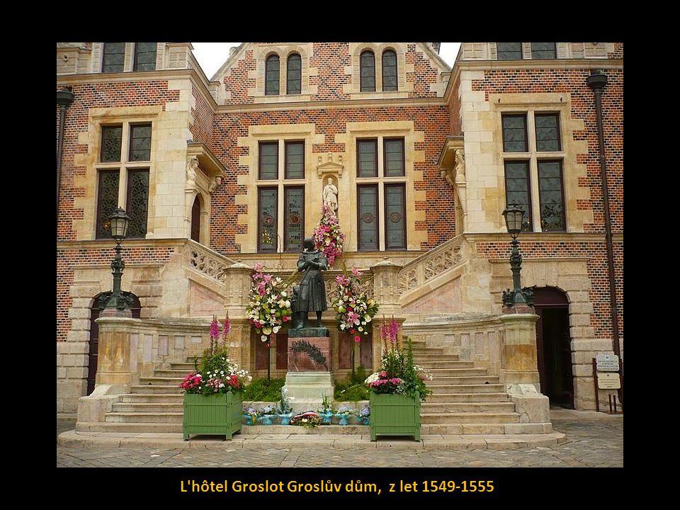 Dům Jany z Arku (La Maison de Jeanne d Arc), v němž Panna Orléanská nocovala od 24.