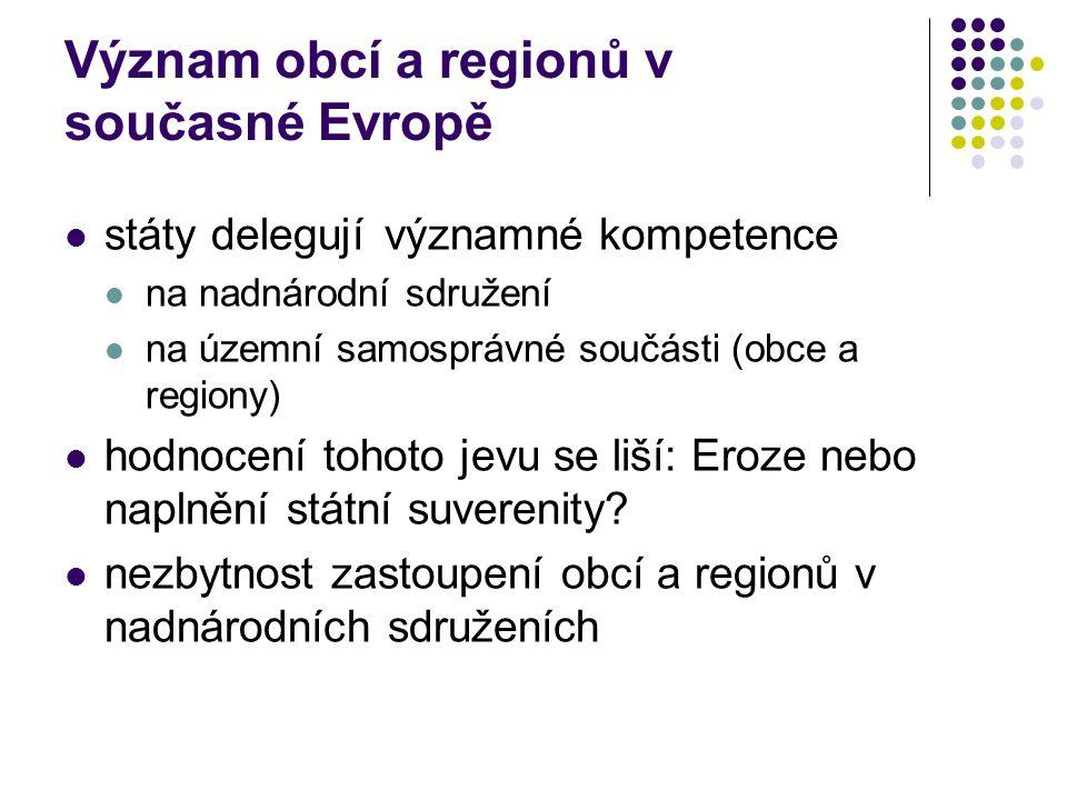 Význam obcí a regionů v současné Evropě státy delegujívýznamné kompetence na nadnárodní sdružení na územní samosprávné součásti (obce a regiony) hodnocení tohoto jevu se liší: Eroze nebo naplnění státní suverenity.