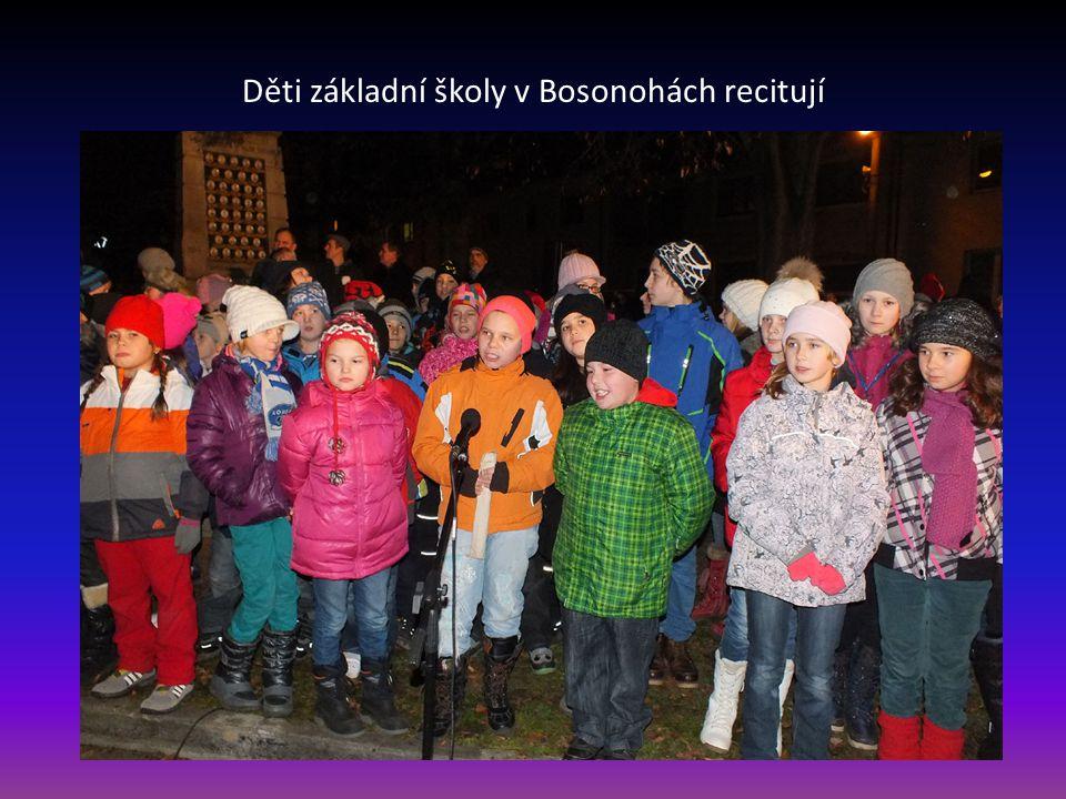 Děti základní školy v Bosonohách recitují