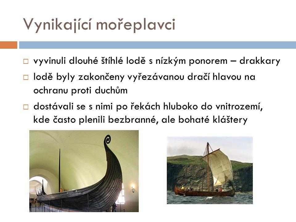 Vynikající mořeplavci  vyvinuli dlouhé štíhlé lodě s nízkým ponorem – drakkary  lodě byly zakončeny vyřezávanou dračí hlavou na ochranu proti duchům