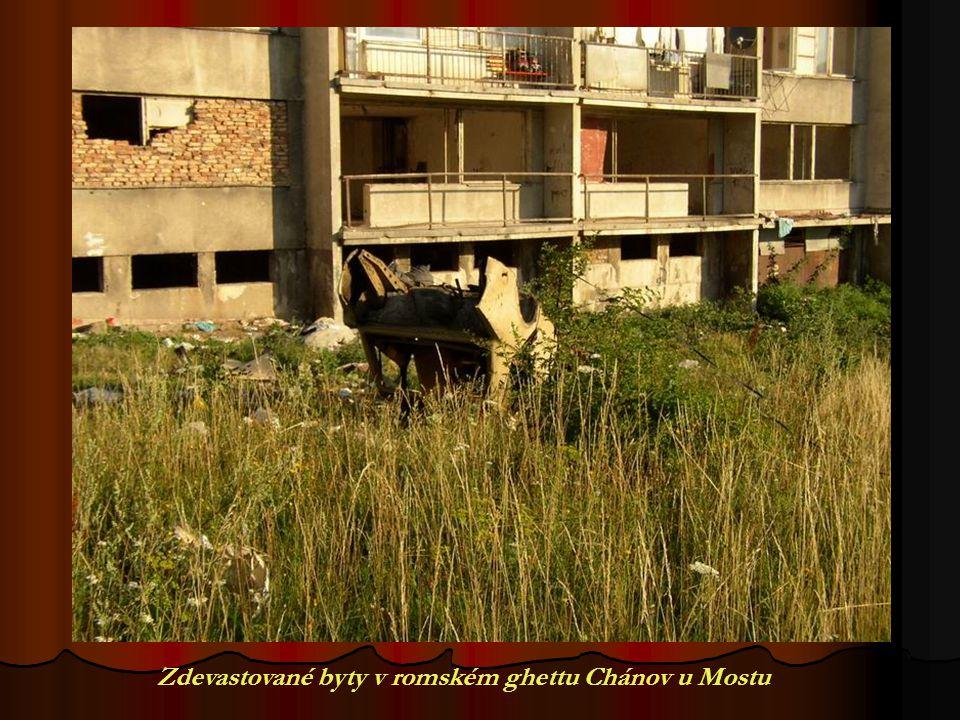 Zdevastované byty v romském ghettu Chánov u Mostu