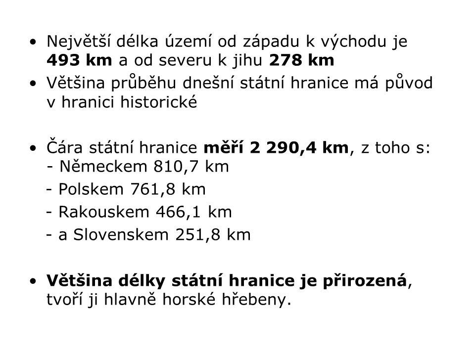 Největší délka území od západu k východu je 493 km a od severu k jihu 278 km Většina průběhu dnešní státní hranice má původ v hranici historické Čára státní hranice měří 2 290,4 km, z toho s: - Německem 810,7 km - Polskem 761,8 km - Rakouskem 466,1 km - a Slovenskem 251,8 km Většina délky státní hranice je přirozená, tvoří ji hlavně horské hřebeny.