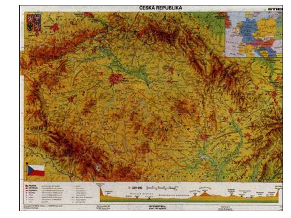 Vodstvo území České republiky leží na hlavním evropském rozvodí většina řek zde má své prameny a odvádí vodu do zahraničí z okolních zemí přitéká jen malé množství vody z hydrologického hlediska jde o nepříznivou polohu, vodní zásoby jsou doplňovány pouze srážkami celostátní dlouhodobý roční průměr srážek je 693 mm řekami odtéká asi 1/3 z tohoto množství Území ČR je odvodňováno do 3 okrajových moří Atlantského oceánu: 1)Severní moře (odvodňováno Labem, asi 63 % území ČR, největší přítok Vltava) 2)Černé moře (odvodňováno Dunajem, resp.