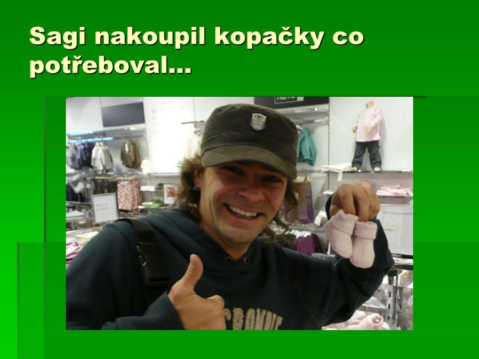 Sagi nakoupil kopačky co potřeboval…