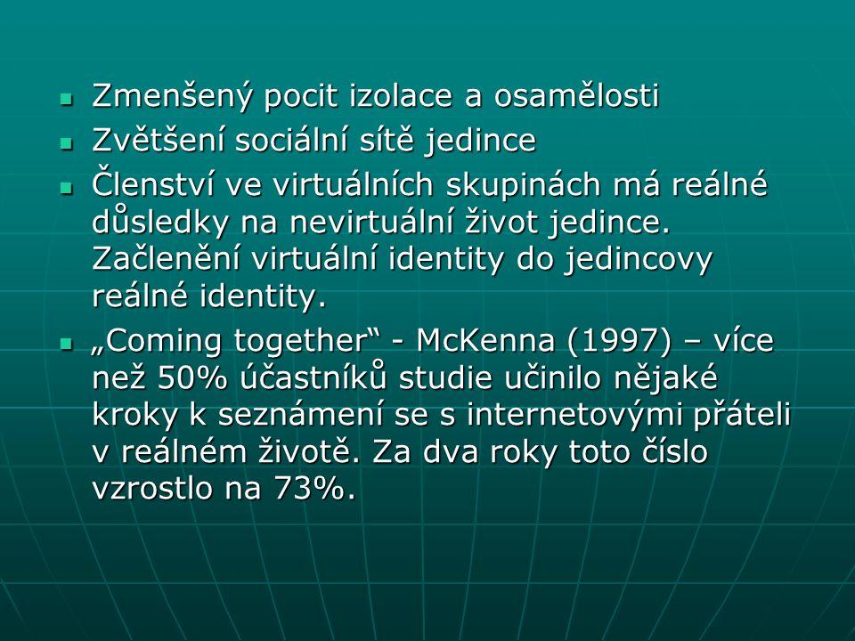 Zmenšený pocit izolace a osamělosti Zmenšený pocit izolace a osamělosti Zvětšení sociální sítě jedince Zvětšení sociální sítě jedince Členství ve virt