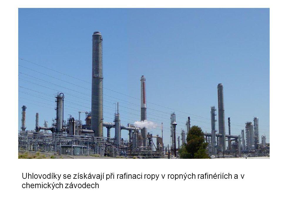 Uhlovodíky se získávají při rafinaci ropy v ropných rafinériích a v chemických závodech