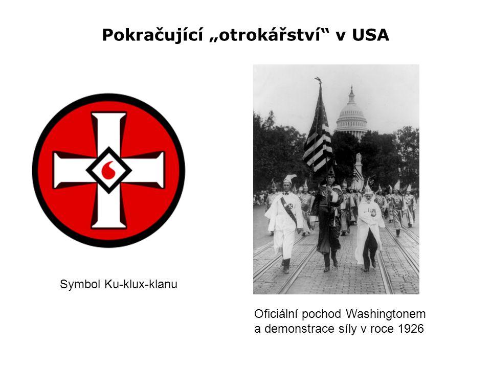 """Pokračující """"otrokářství"""" v USA Symbol Ku-klux-klanu Oficiální pochod Washingtonem a demonstrace síly v roce 1926"""