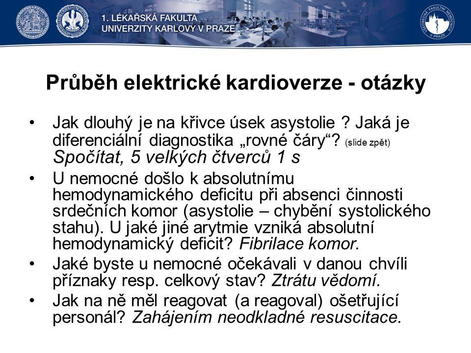 """Průběh elektrické kardioverze - otázky Jak dlouhý je na křivce úsek asystolie ? Jaká je diferenciální diagnostika """"rovné čáry""""? (slide zpět) Spočítat,"""