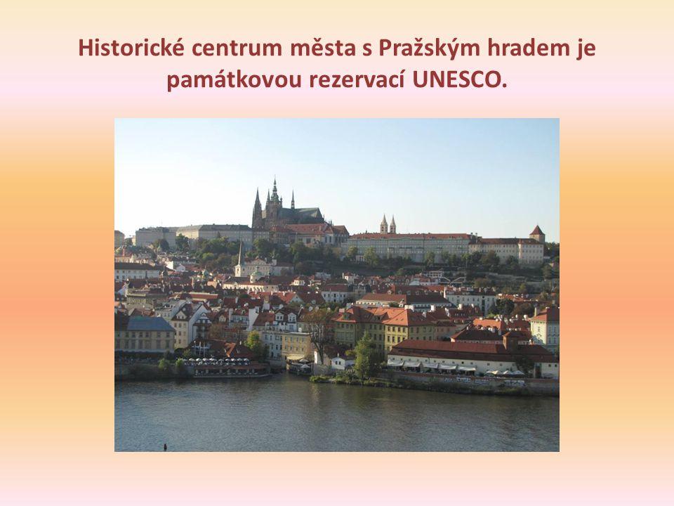 Historické centrum města s Pražským hradem je památkovou rezervací UNESCO.