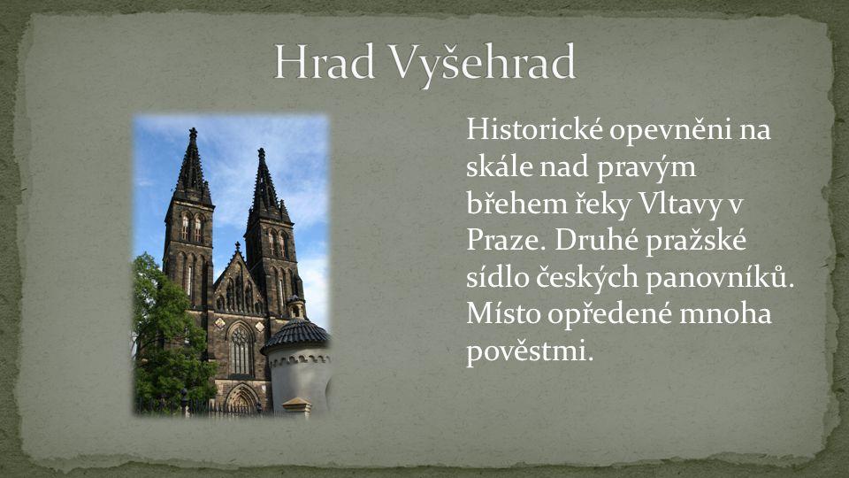 Historické opevněni na skále nad pravým břehem řeky Vltavy v Praze.