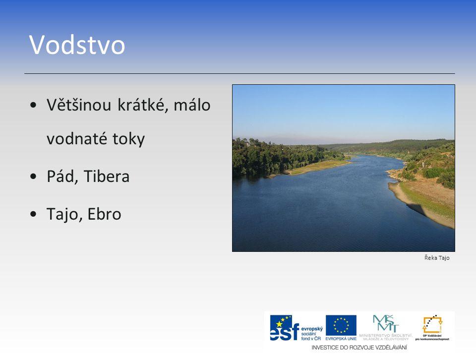 Vodstvo Většinou krátké, málo vodnaté toky Pád, Tibera Tajo, Ebro Řeka Tajo