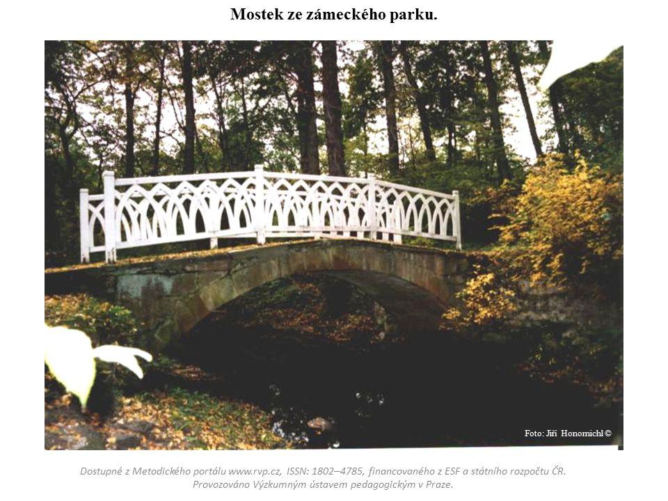 Mostek ze zámeckého parku.