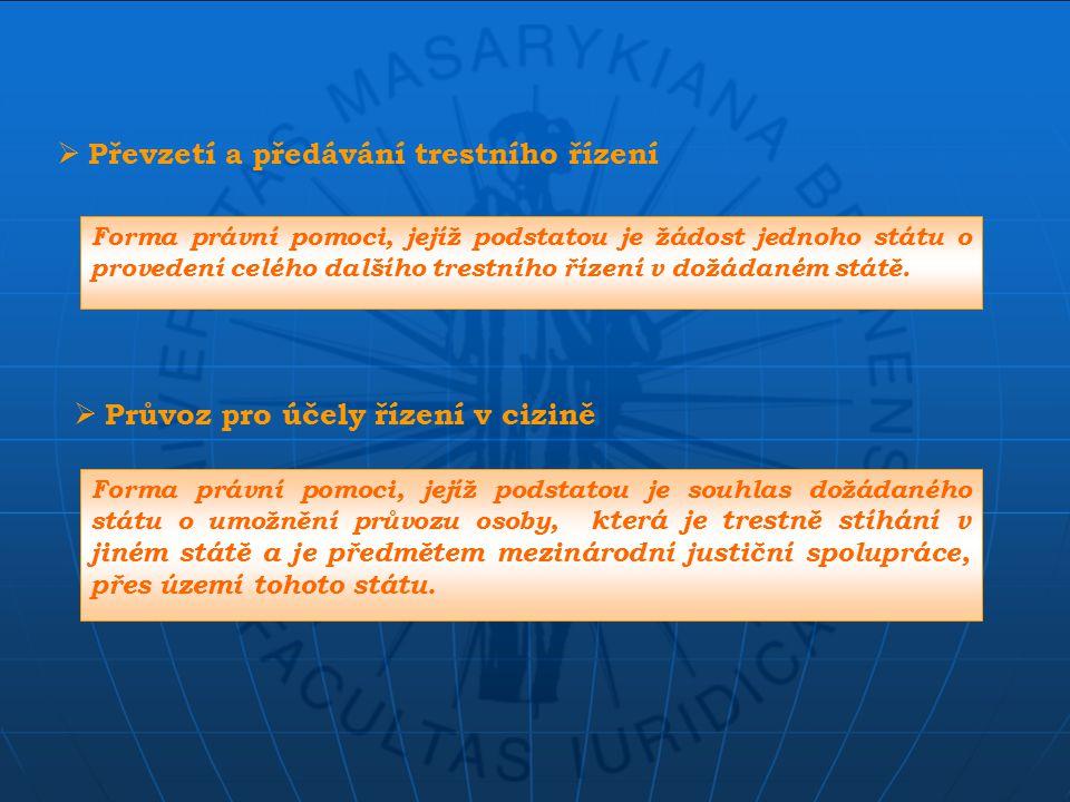  Převzetí a předávání trestního řízení Forma právní pomoci, jejíž podstatou je žádost jednoho státu o provedení celého dalšího trestního řízení v dožádaném státě.