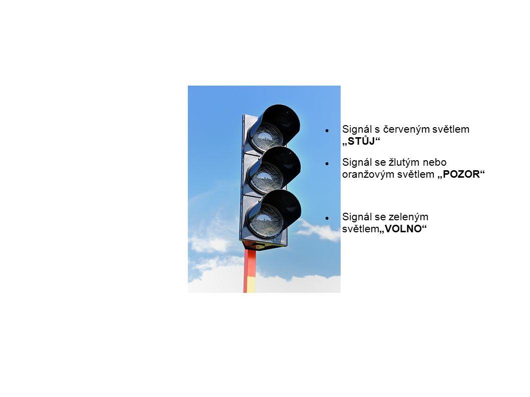"""Signál s červeným světlem """"STŮJ Signál se žlutým nebo oranžovým světlem """"POZOR Signál se zeleným světlem""""VOLNO"""