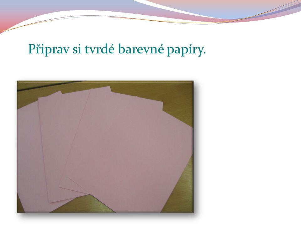 Připrav si tvrdé barevné papíry.