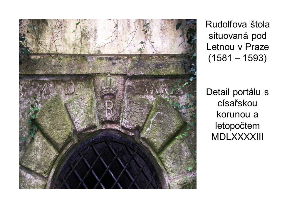 Detail portálu s císařskou korunou a letopočtem MDLXXXXIII