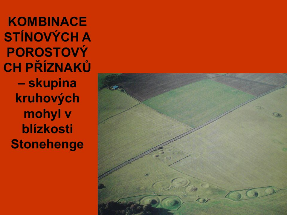 KOMBINACE STÍNOVÝCH A POROSTOVÝ CH PŘÍZNAKŮ – skupina kruhových mohyl v blízkosti Stonehenge