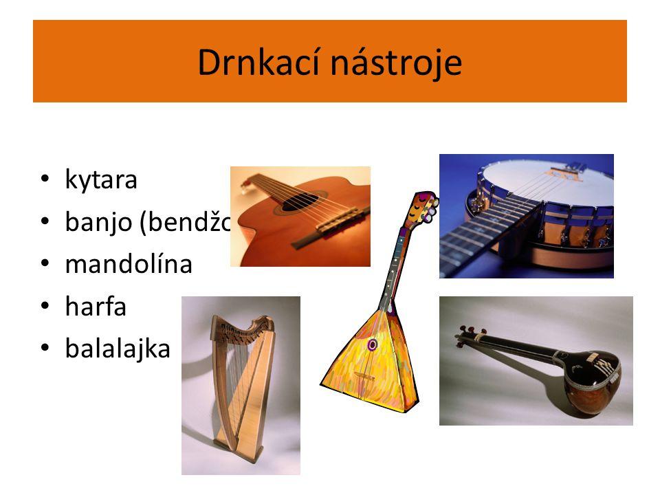 """dechové hudební nástroje původně vyrobeny ze dřeva, vznikly z pastýřských píšťal štíhlý podlouhlý tvar dřevěné zvané též """"plechy , vyrobeny z kovu na konci trychtýřovitě rozšířené žesťové"""