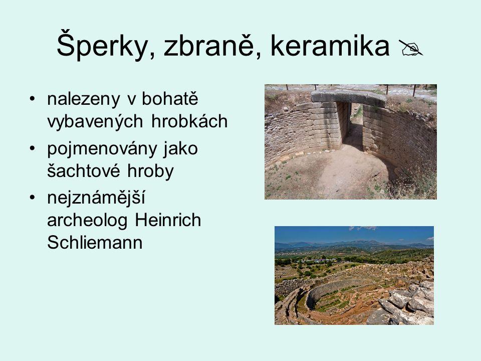 Šperky, zbraně, keramika  nalezeny v bohatě vybavených hrobkách pojmenovány jako šachtové hroby nejznámější archeolog Heinrich Schliemann