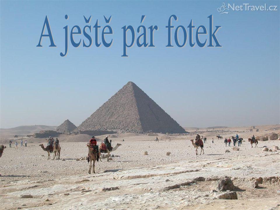 Menkaureova pyramida je nejmenší pyramida, která se nachází v Gíze u Káhiry Král Menkaure měl být dobrotivý panovník. Podle tradice se za jeho vlády v