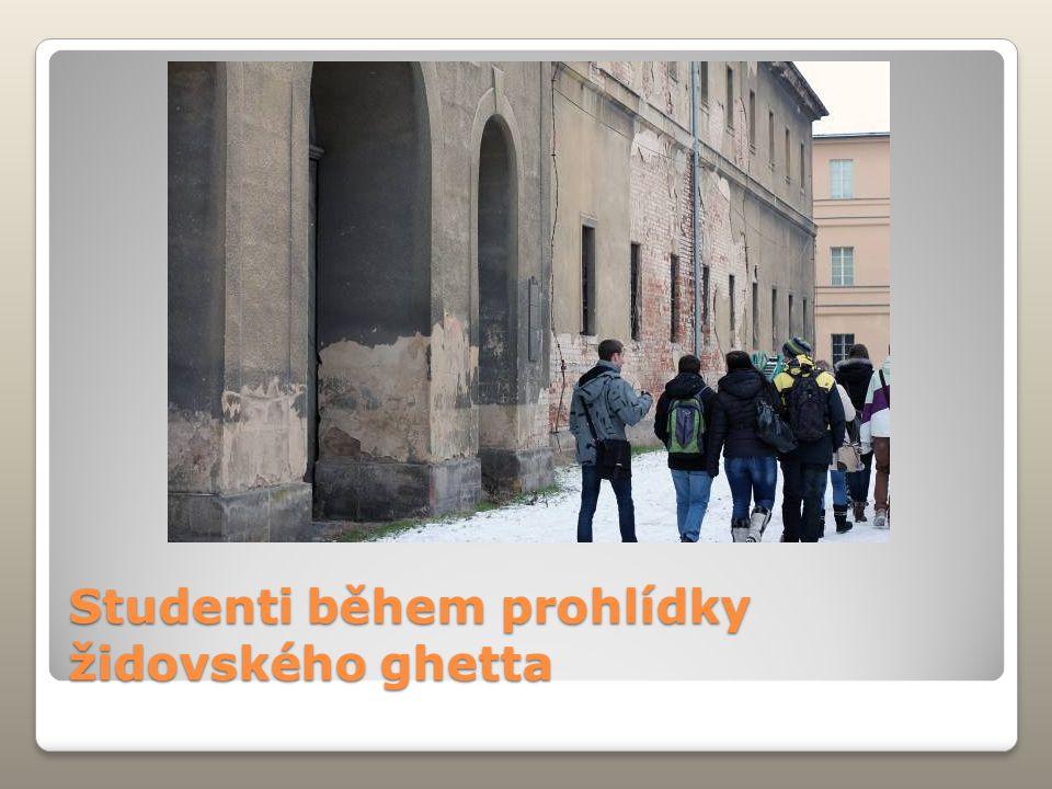 Studenti během prohlídky židovského ghetta