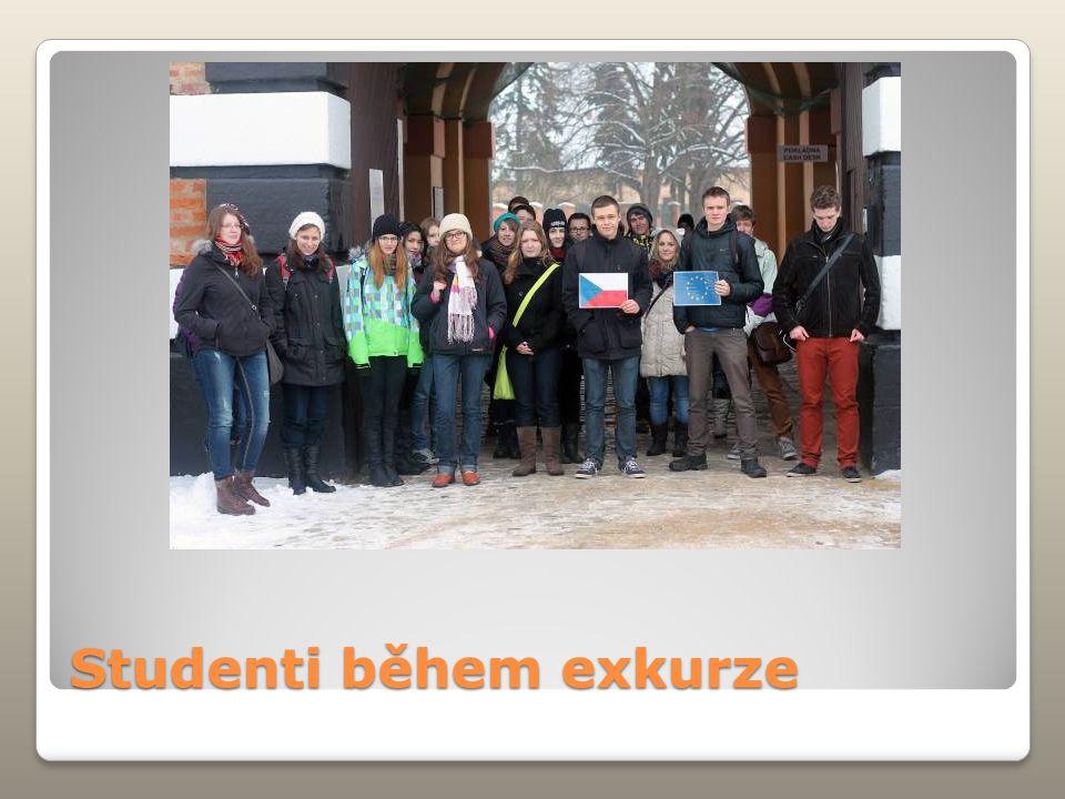 Studenti během exkurze