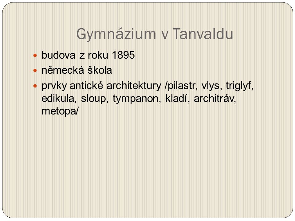 Gymnázium v Tanvaldu budova z roku 1895 německá škola prvky antické architektury /pilastr, vlys, triglyf, edikula, sloup, tympanon, kladí, architráv, metopa/