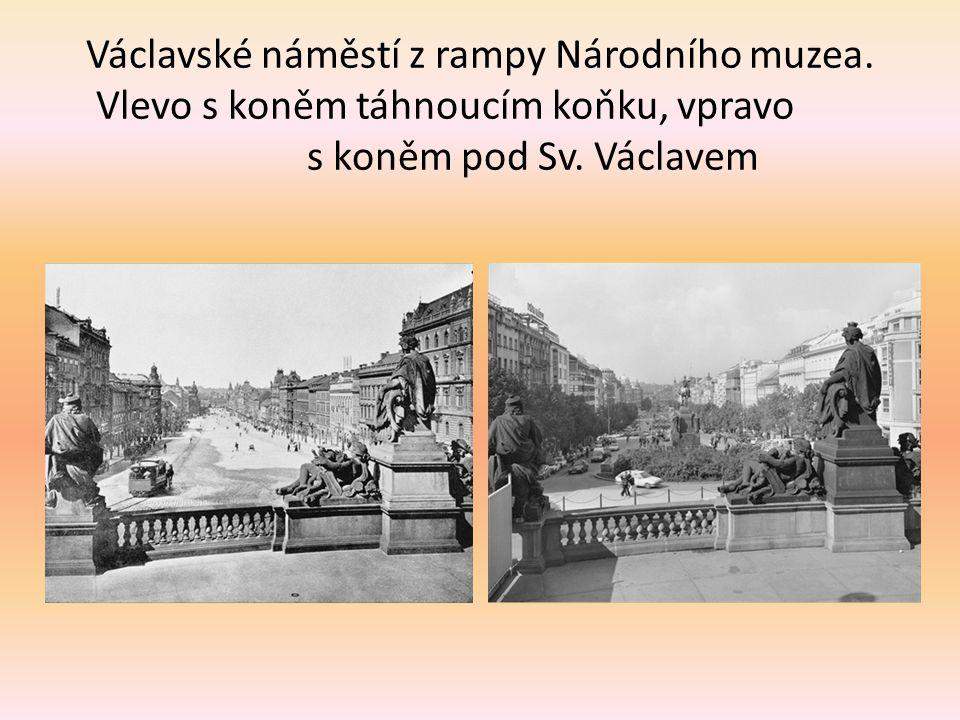 Václavské náměstí z rampy Národního muzea.Vlevo s koněm táhnoucím koňku, vpravo s koněm pod Sv.
