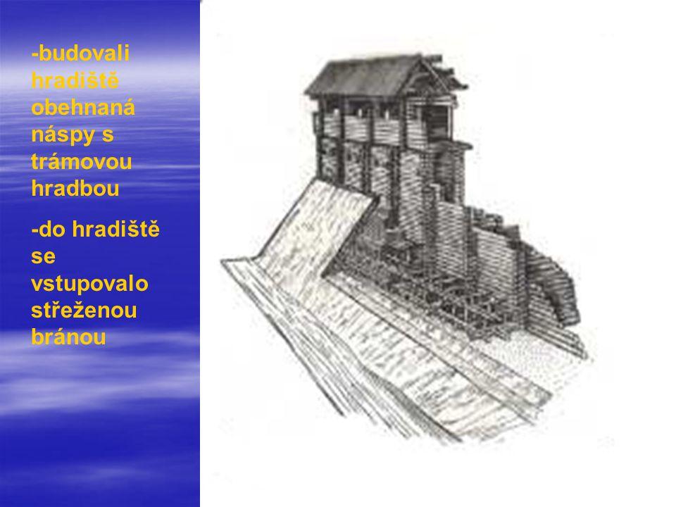 -budovali hradiště obehnaná náspy s trámovou hradbou -do hradiště se vstupovalo střeženou bránou