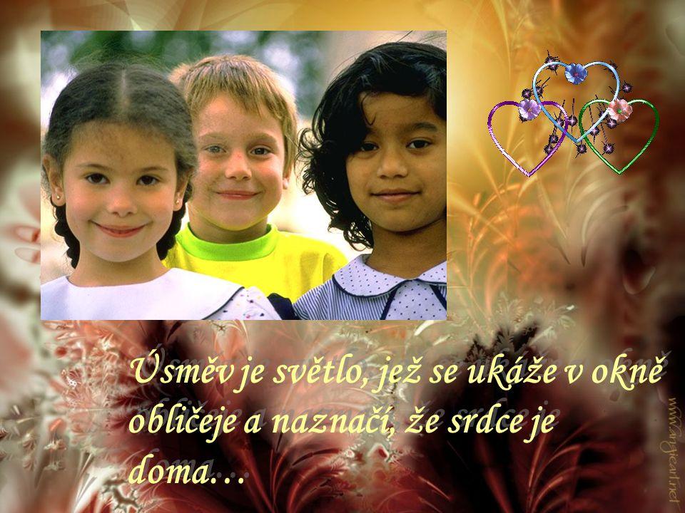 Úsměv je citlivým znakem přátelství… Nikdy se nemrač, i když jsi smutný, protože nikdy nevíš kdo se může zamilovat do Tvého úsměvu….