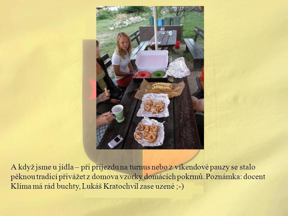 A když jsme u jídla – při příjezdu na turnus nebo z víkendové pauzy se stalo pěknou tradicí přivážet z domova vzorky domácích pokrmů. Poznámka: docent