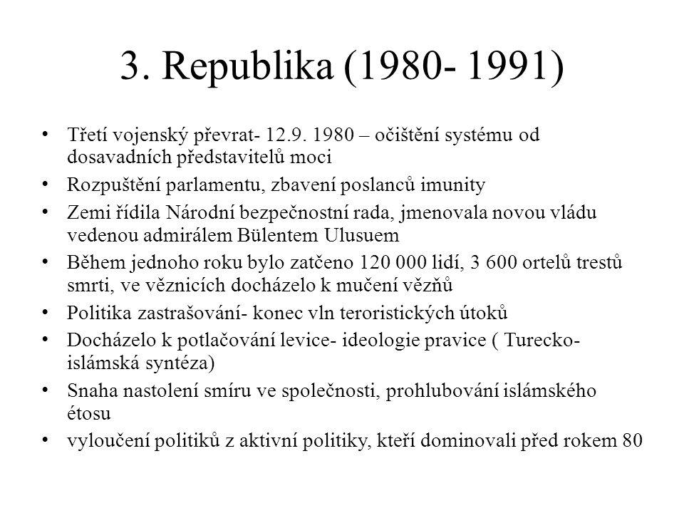 Změna liberální ústavy Volba prezidenta, Vlastenecká strana Rozšíření pravomoci prezidenta, vlády a Národní bezpečnostní rady Omezení individuální svobody, svobody tisku Schválení nové ústavy bylo svázáno s volbou prezidenta V referendu ústavu přijalo 91% obyvatel 1982-prezident- Kenan Evren- 7 leté funkční období (jediné přímé volby) 1983 do čela se dostává Vlastenecká strana v čele s Turgutem Özalou- pozvolná liberalizace, schopnost oslovovat obyčejné lidi Po roce 1984 návrat Demirela, Ecevita Türkeše do politiky