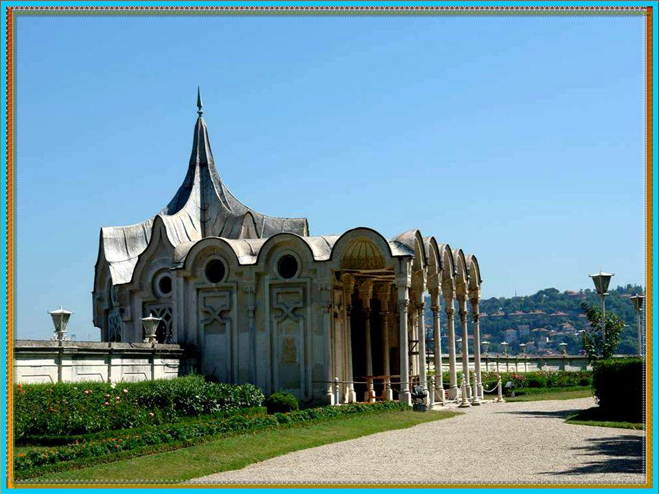 Palác Beylerbeyi Istambul - Turecko, byl přestaven v barokním slohu v letech 1861 až 1865 na místě někdejšího paláce a zahrad, které jsou o mnoho let starší.