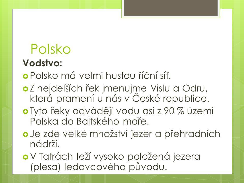 Vodstvo:  Polsko má velmi hustou říční síť.  Z nejdelších řek jmenujme Vislu a Odru, která pramení u nás v České republice.  Tyto řeky odvádějí vod