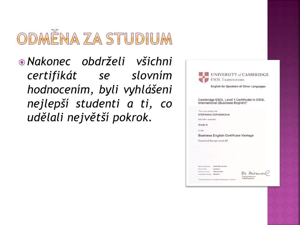  Nakonec obdrželi všichni certifikát se slovním hodnocením, byli vyhlášeni nejlepší studenti a ti, co udělali největší pokrok.